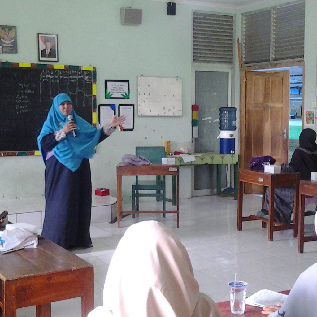 Triana Nunung Bintari dalam acara POMG SDIT Ar Raihan.