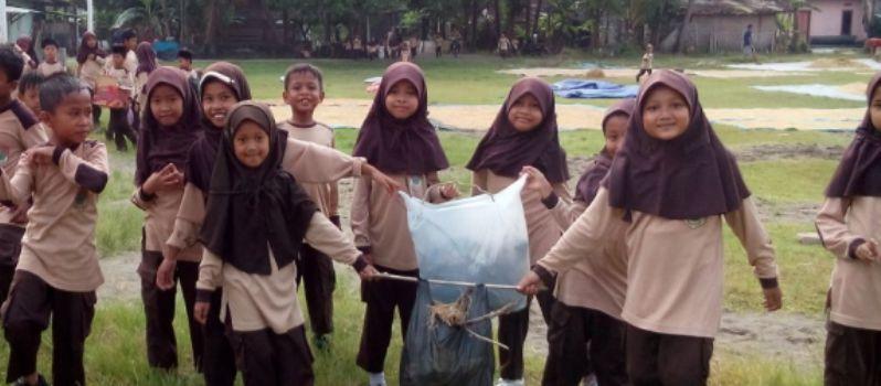 Pasca-Peresmian SSB, Pramuka SIT Ar Raihan Bersihkan Sampah
