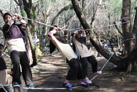 siswa sdit ar raihan bantul meniti tali