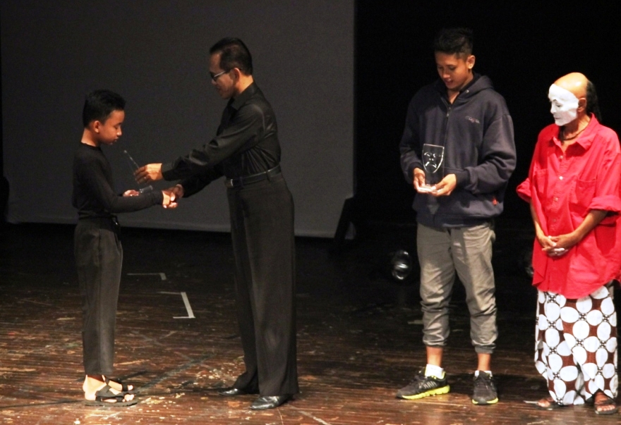 Pantomimer SDIT Ar Raihan Raih Dedy Ratmoyo Award